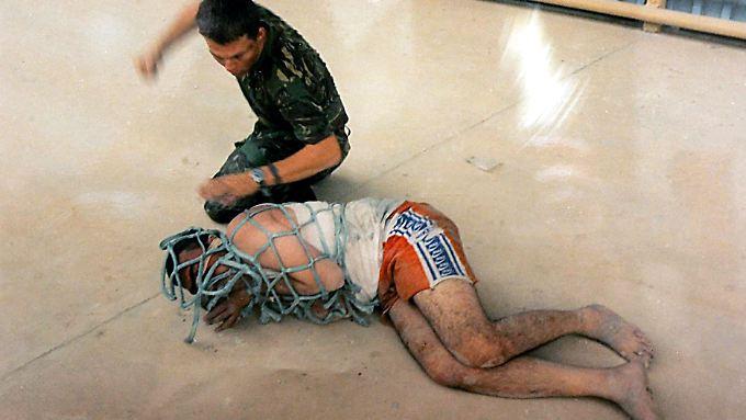 Bereits 2005 standen drei britische Soldaten wegen Misshandlungen an irakischen Zivilisten vor Gericht.