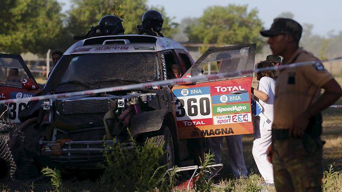 Die Fahrerin des Unfallwagens Guo Meiling wird noch vor Ort behandelt.