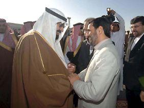 Vor fast acht Jahren: Mahmud Ahmadinedschad wird in Riad von König Abdullah begrüßt.