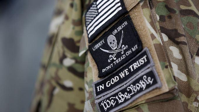"""""""Freiheit oder Tod"""": Der Aufnäher eines Milizionärs stellt die Ansichten der Bürgerwehr dar."""