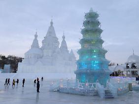 Riesige Paläste aus Eis gehören zu den Hauptattraktionen in Harbin.