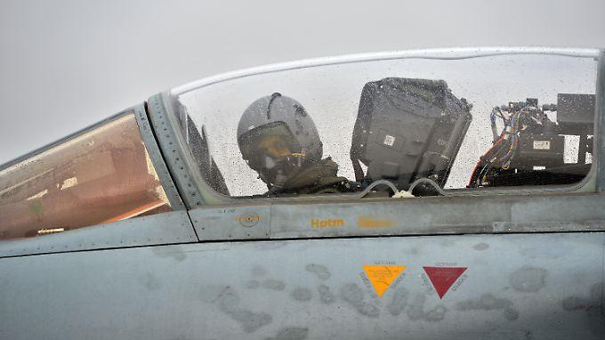 """Ab Mitte Januar sollen vom Luftwaffenstützpunkt Incirlik in der Türkei aus insgesamt sechs deutsche """"Tornados"""" zu Aufklärungsflügen nach Syrien abheben."""