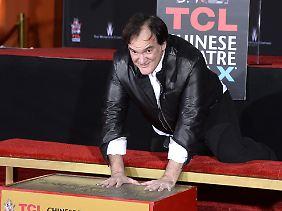 Immer rein mit den Patschehändchen: Tarantino hatte sichtlich Spaß an der Aktion