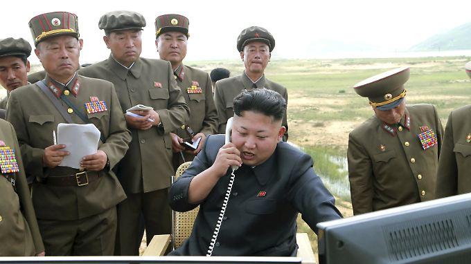 Staatsführer Kim (hier bei Militärtests im August) ließ die Wasserstoffbombe zünden.