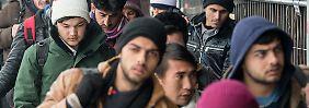 Auch im neuen Jahr kommen jeden Tag zahlreiche Flüchtlinge im bayerischen Passau an.