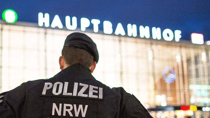 Seit den zahlreichen Übergriffen auf Frauen bemüht sich die Kölner Polizei um Präsenz.