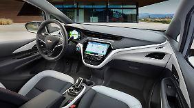 Ein recht futuristisches Cockpit ziert den Innenraum des Bolt.