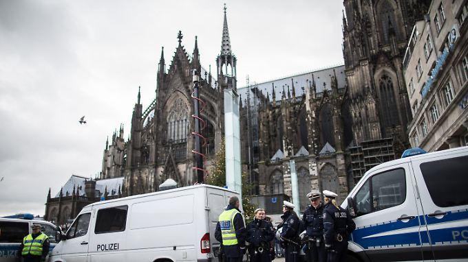 """Internationale Reaktion auf Köln: """"Prekäre Asylpolitik von Angela Merkel"""""""