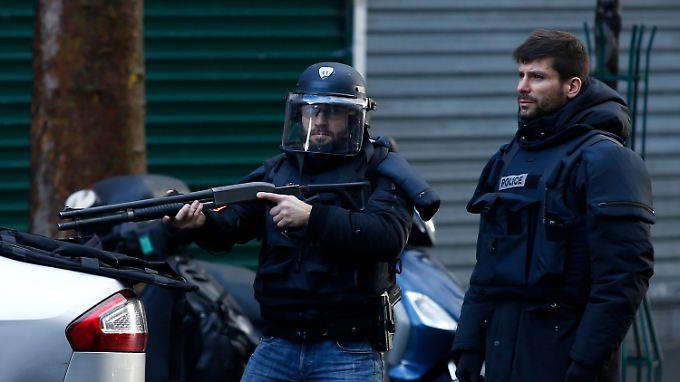Erneute Terrorgefahr in Paris: Bewaffneter Mann stirbt bei Angriff auf Polizeiwache