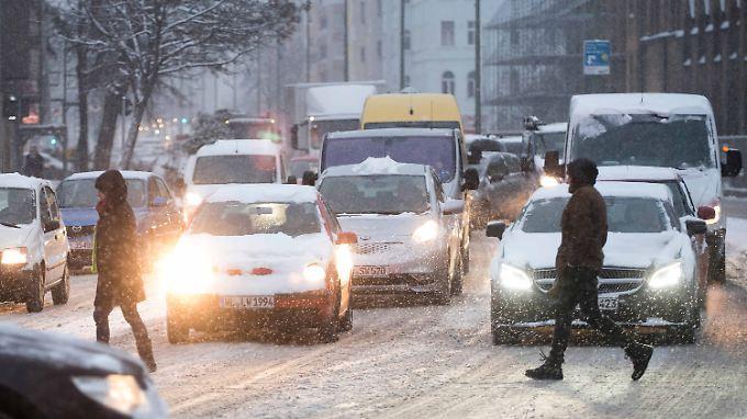 Behinderungen im Verkehr: Noch hat der Winter Teile Deutschlands im Griff
