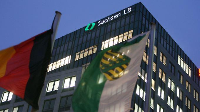 Inzwischen gehört die SachsenLB der Landesbank BaWü und ist als Sachsen Bank aktiv.