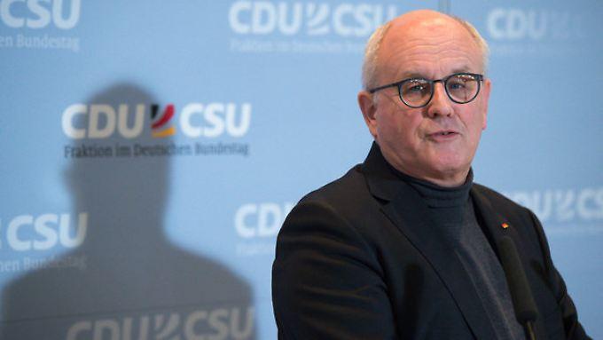 Volker Kauder will in Polen kein Zurückweichen von EU-Prinzipien hinnehmen.