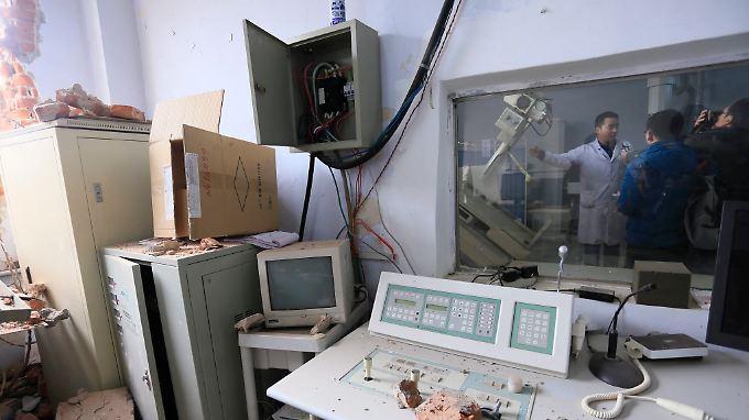 Insgesamt sei medizinisches Gerät im Wert von gut 550.000 Euro zerstört worden.
