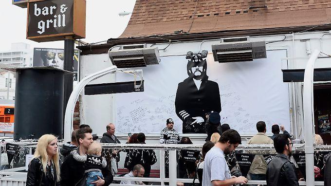 Der Live-Stream von Kilmisters Beerdigung wurde auch in dessen Stammkneipe  Rainbow Bar and Grill übertragen.