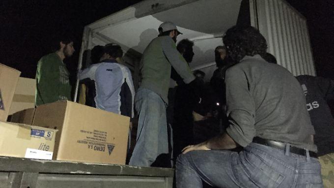Das syrische Regime hat der Hilfslieferung zugestimmt. Doch die Abfahrt des Konvois verzögerte sich zunächst.