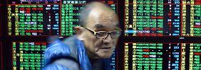 Pekings Geldpolitik verunsichert: Chinas Börsen brechen erneut ein