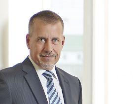 Mark-Uwe Falkenhain verfügt über insgesamt 30 Jahre Berufserfahrung bei der Beratung vermögender Privat- und Geschäftskunden. Nach verschiedenen Stationen bei deutschen und internationalen Großbanken ist er bei Geneon seit neun Jahren als Vorstand tätig.