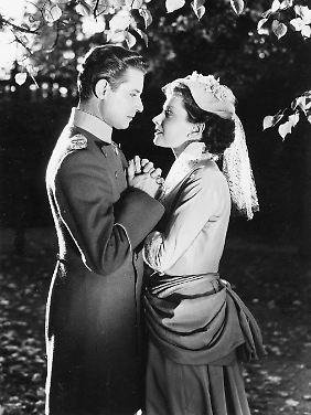 """Ruth Leuwerik mit Dieter Borsche in """"Königliche Hoheit"""" (1953)."""