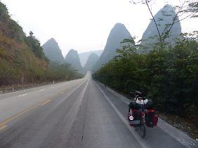 In der Nähe der Zuckerberge. Auf der Strecke von Guiyang nach Nanning.