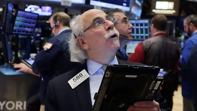 An der Wall Street geben die Indizes kräftig nach.