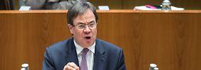 Heftige Debatte im Landtag: Wird NRW so wieder sicher?