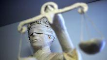 Ex-Freundin mit Hantel erschlagen: Polizeischüler muss jahrelang ins Gefängnis