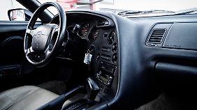 Der Blick auf die Instrumente lassen Reminiszenzen an den Porsche 928 aufkommen.