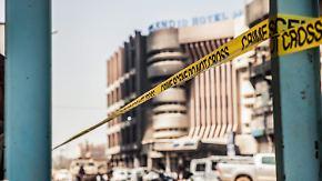 Al-Kaida-Ableger zu Anschlägen bekannt: Attentäter töten mindestens 25 Menschen in Ouagadougou