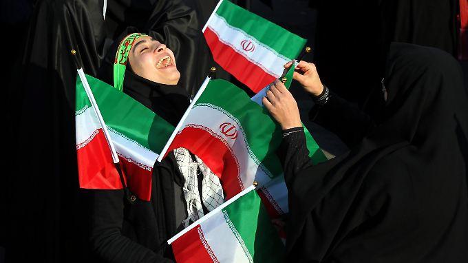Die Freude über den Atom-Deal zwischen Westen und Iran ist groß. Nicht nur bei den Iranern, sondern auch die deutsche Wirtschaft reibt sich die Hände.