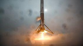 """""""Teile waren diesmal größer"""": SpaceX-Trägerrakete zerbricht bei Landung"""