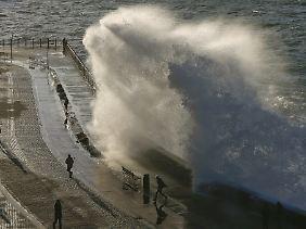 Für Surfer ist dieser Küstenstreifen ideal.