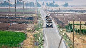 Türkische Truppen nahe der Grenzstadt Kilis.