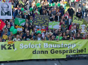Und wieder gehen Zehntausende gegen das unterirdische Bahnhofsprojekt auf die Straße.