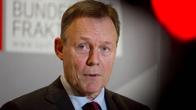 Thomas Oppermann kritisiert die Querschüsse aus der Union, fordert aber selbst einen Kurswechsel.