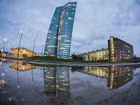 """Die Frankfurter EZB-Zentrale - mit einer """"Fischaugen""""-Optik aufgenommen."""