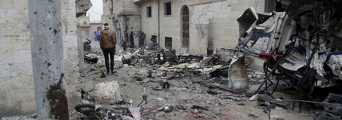 Aktivisten meldeten russische Luftangriffe unter anderem in Maaret Al-Numan, im Westen Syriens.