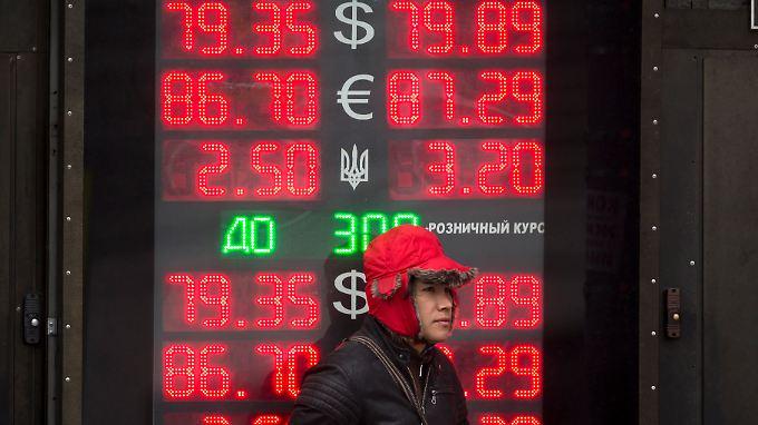 Für den russischen Rubel geht es abwärts.