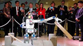 Maschine als Special Guest in Davos: Roboter könnten vor allem Frauen Jobs wegnehmen