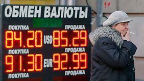 Der russische Rubel erreicht zurzeit fast täglich einen neuen Tiefstand.