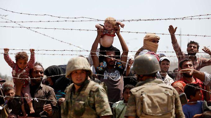 """Flüchtlinge an der türkisch-syrischen Grenze: """"Niemand kann von der Türkei erwarten, die gesamte Last alleine zu tragen."""""""