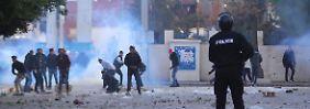 Zwei Tote und Dutzende Verletzte: Gewaltsame Proteste erschüttern Tunesien