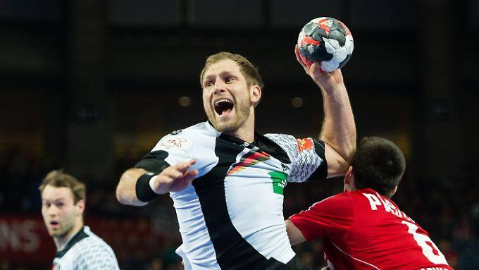 Steffen Weinhold setzt zum Wurf an: Ungarn bereitete den deutschen Handballern keine Probleme.