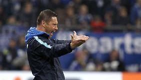 Pal Dardai beschwert sich über Schalkes Werben um Hertha-Verteidiger Brooks.