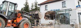Loch in Haus gerissen: Bankräuber rücken mit Radlader an