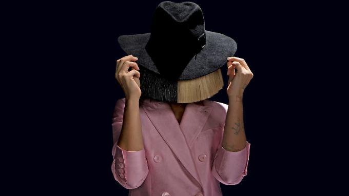 Sia will kein Star sein. Dabei ist sie längst schon einer - die Perücke kann sie sich sparen.