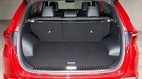 Hinter die auf Wunsch elektrisch betätigte Kofferraumklappe passen nun 503 Liter, klappt man die Rücksitze um, gehen knapp tausend Liter mehr rein.