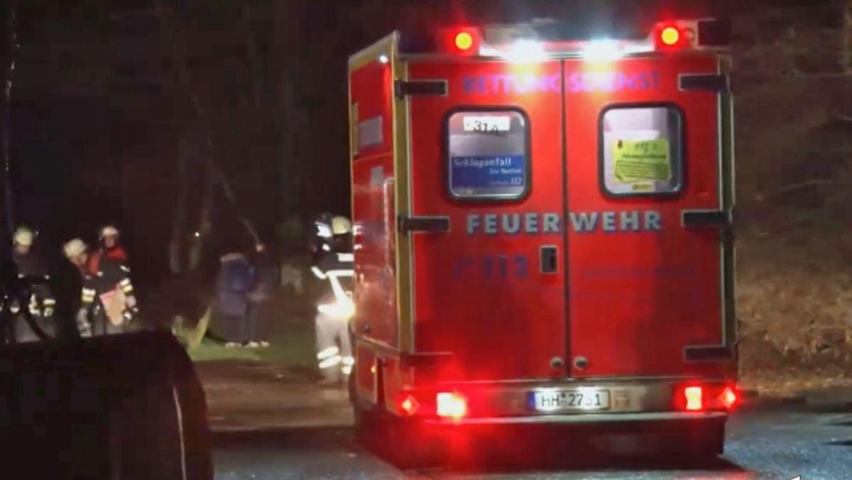 Flucht Vor Messerattacke In Hamburg Mann Bricht Mit Baby