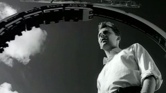 """Black im Video zu """"Wonderful Life"""" - der Clip passte zu dem Song wie die Faust aufs Auge."""