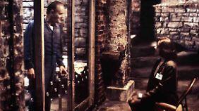 Starling besucht Lecter in der forensischen Klinik - und gerät in seinen Bann.