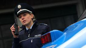 Polizisten verfügen jetzt über digitale Funkgeräte, dabei sind diese schon wieder überholt.